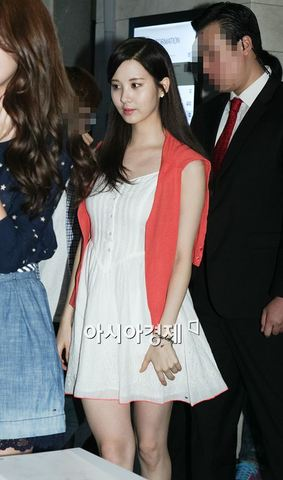 130728+sooyoung+seohyun+at+tommy+hilfiger+fansign+event (85).jpg