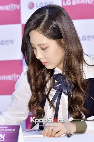 131112 LG Fansign Event by kpopstarz\120191-seohyun.jpg