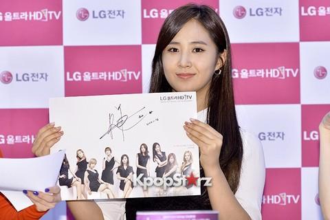 131112 LG Fansign Event by kpopstarz\120235-yuri.jpg
