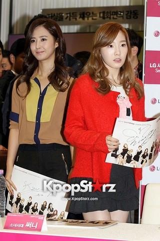 42147-girls-generation-taeyeon-lg-best-shop-opening-fan-sign-meeting.jpg